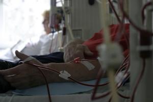 W Polsce nie brakuje stacji dializ, więc dlaczego w Warszawie pękają w szwach?