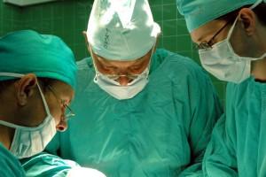 Chirurdzy liderami rankingu społecznego zaufania