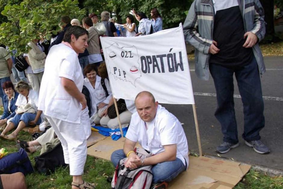 Związki straszą NFZ protestami, NFZ straszy związkowców ABW, a pieniędzy nie przybywa