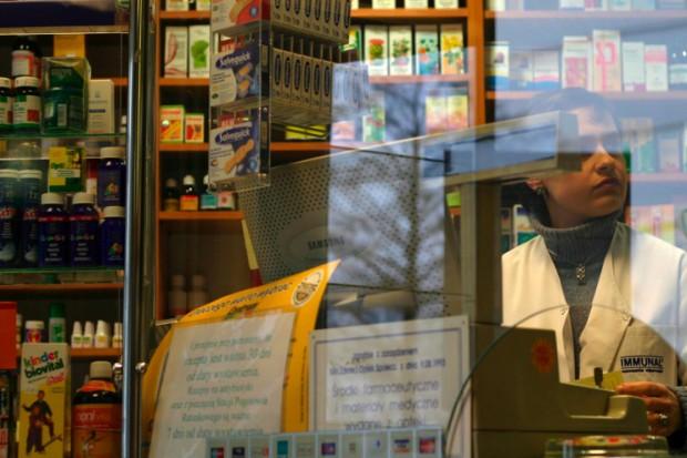 """Bazgranie na receptach: aptekarze mówią """"basta"""" i rozszerzają swój protest"""
