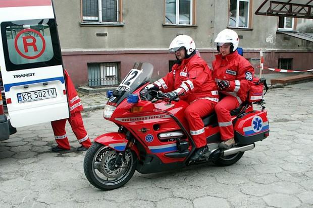 Czy załogi karetek mają być dwuosobowe i co z kierowcami, którzy nie są ratownikami?