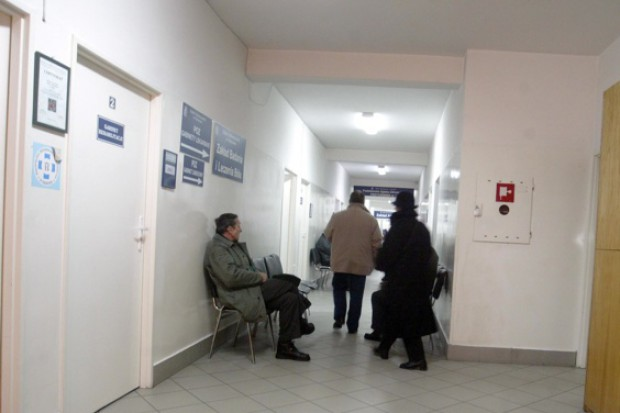 """I znowu zabrzmiał refren: """"Pacjenci mogą zostać bez podstawowej opieki"""""""