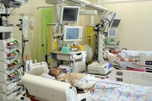 Dyrekcje szpitali apelują o zakupy płuco-serc i respiratorów niezbędnych w leczeniu grypy