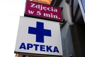 Aptek ubywa, sprzedaż leków rośnie