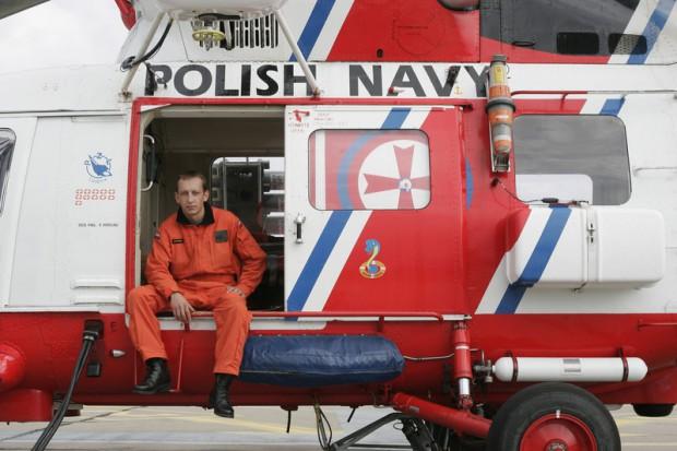 Gdynia: załoga śmigłowca Marynarki Wojennej uratowała życie rybaka