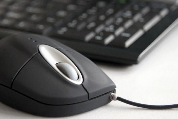 Wirusy czyhają na klawiaturze komputera