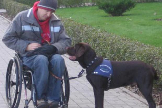 Łamane są prawa osób niepełnosprawnych z psami asystującymi