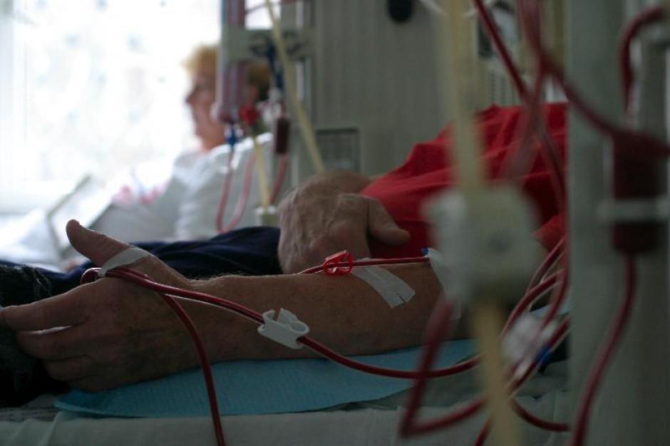 Kontrowersje wokół finansowania nocnych dyżurów stacji dializ