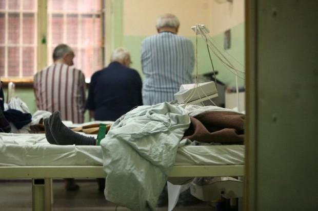 Komisja senacka: więcej na więzienną służbę zdrowia