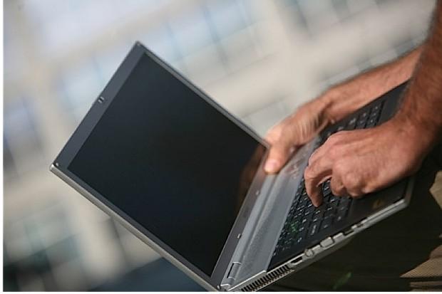 Poznań: operacja krtani w internecie