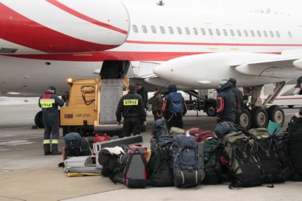 Samolot transportujący ratowników PSP wylądował w Warszawie