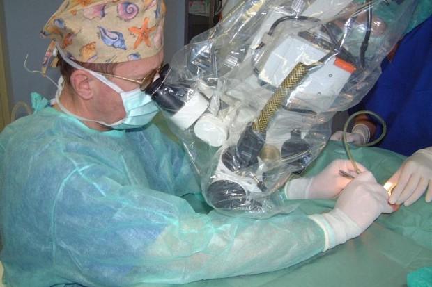 Chirurgia jednego dnia: tańsze usługi, niższe kontrakty?