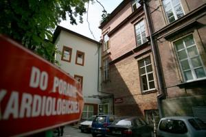 Olsztyn: pacjenci stoją w kolejkach do najlepszych lekarzy