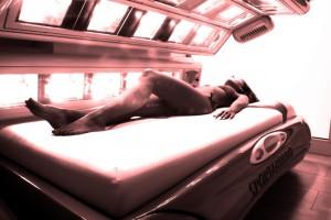 Komisja Europejska: opalasz się w solarium - ryzykujesz