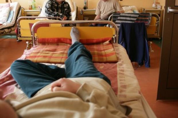 Internet i telefony zaufania nie rozwiążą problemów polskiej psychiatrii