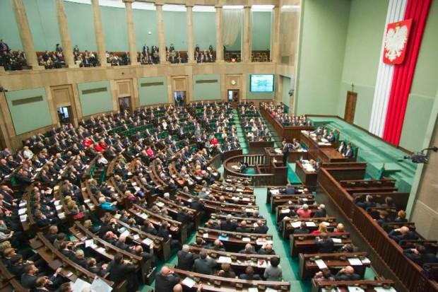Sejm: głosowanie nad zakazem palenia przełożone