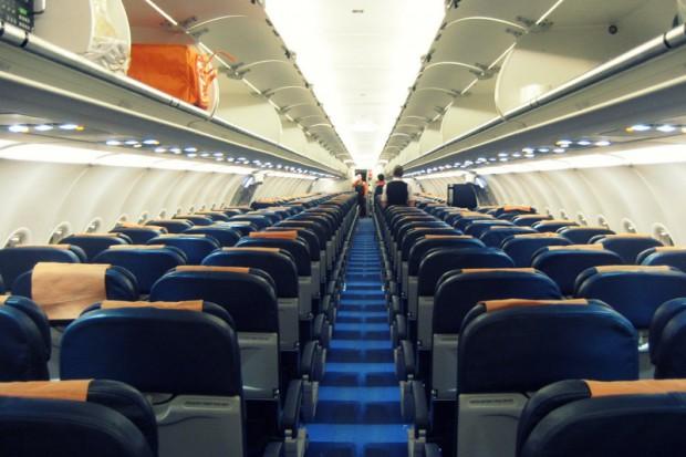 Amerykanie nie mieszczą się w fotelach samolotu