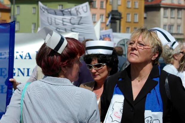 Trwa pikieta pielęgniarek pod Ministerstwem Zdrowia