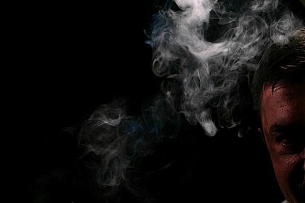 Złagodzona ustawa antynikotynowa przyjęta - posłowie wyznaczyli dymkowi granice