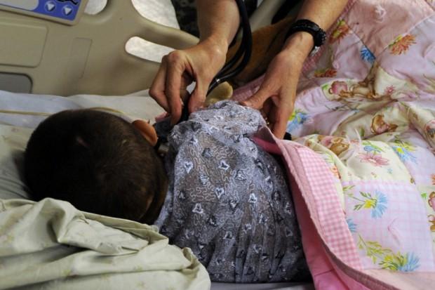 NFZ: dziecko z wysoką gorączką powinno dostać się do lekarza