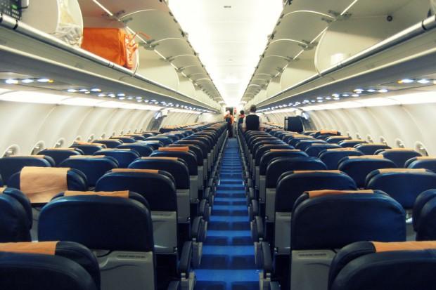 Niemcy: lot do Tokio wstrzymany - 23 chorych na pokładzie