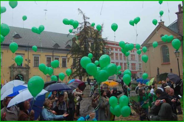 Kraków: aktorzy i dzieci promują dawstwo szpiku