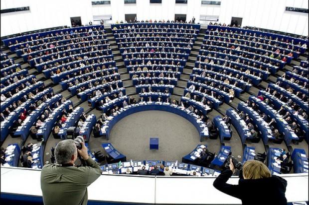 Parlament Europejski oddaje hołd ofiarom katastrofy