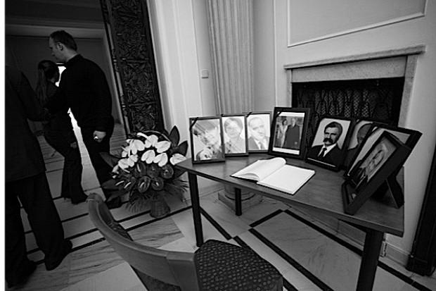 Zidentyfikowano ciała 71 ofiar katastrofy pod Smoleńskiem