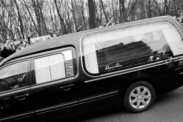 Ustalono terminy dwudziestu pięciu pogrzebów...