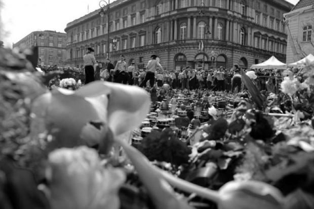Polacy składają hołd prezydentowi Ryszardowi Kaczorowskiemu