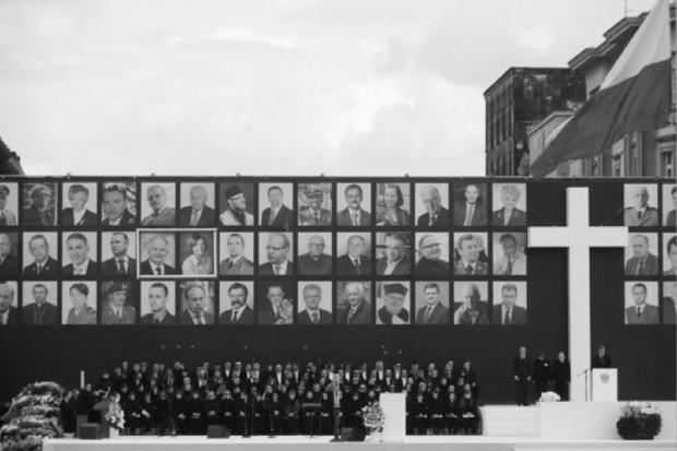 Warszawa: ceremonia pożegnania ofiar katastrofy w Smoleńsku