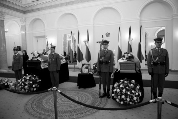 Trumny z ciałami pary prezydenckiej opuściły Pałac Prezydencki