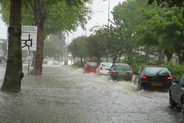 Kędzierzyn-Koźle: wielka woda zagraża szpitalowi