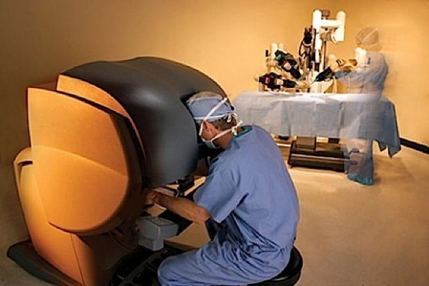 Robot da Vinci operuje coraz częściej