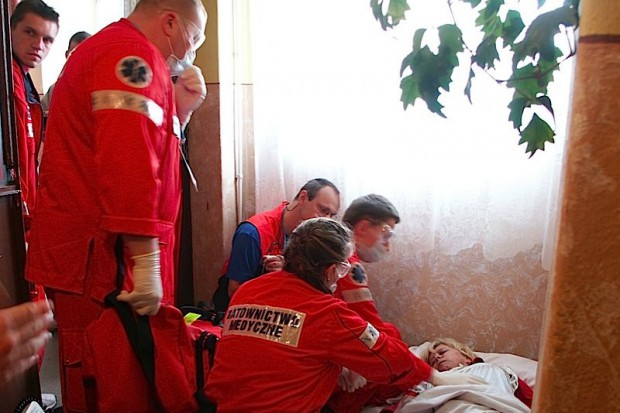 Czy zespół ratownictwa medycznego ma prawo włamać się do mieszkania pacjenta?