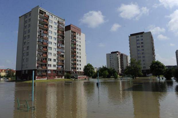 Wrocław: zamknięte przychodnie na zalanym osiedlu