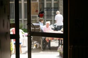 NIK: NFZ powinien finansować świadczenia zdrowotne w DPS