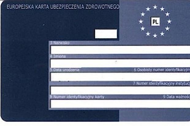 NFZ: pracodawca musi przekazać pracownikowi kartę EKUZ