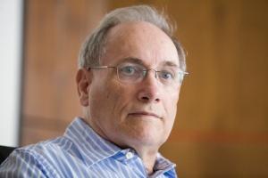 Prof. Paul Michtel o profilaktyce AMD: rzuć palenie, jedz ryby, uważaj na słodycze