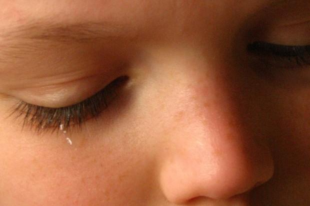 Co najmniej 40 tys. dzieci cierpi z powodu przemocy w rodzinie