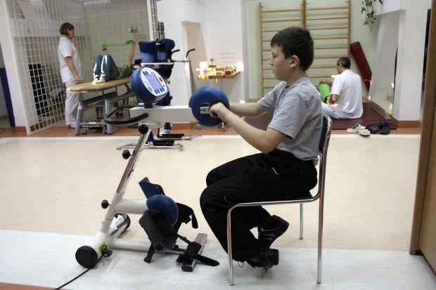 Białystok: filmy o rehabilitacji dzieci trafią do rodziców