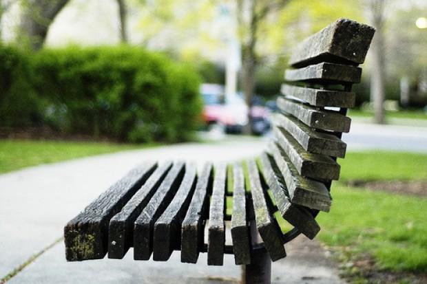 Świdnik: pacjent wypisany ze szpitala na... ławkę w parku
