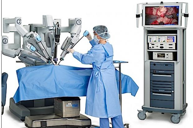 Robot da Vinci pracuje z ginekologami