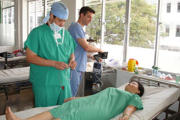 Warszawa: pacjenci z zagranicy stawiają na polską ortopedię i chirurgię plastyczną