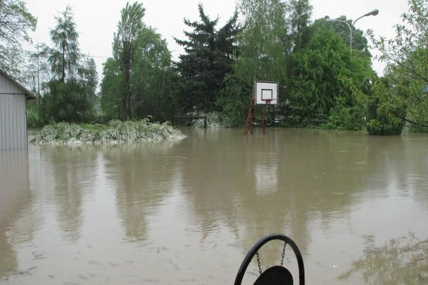 Novartis i Caritas wspólnie odbudują po powodzi WTZ w Proszówkach