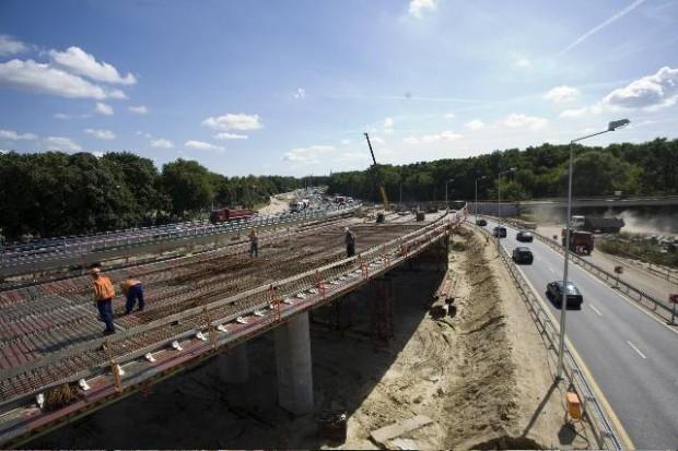 Niemcy: wyższe kary za blokowanie korytarza ratunkowego na autostradach
