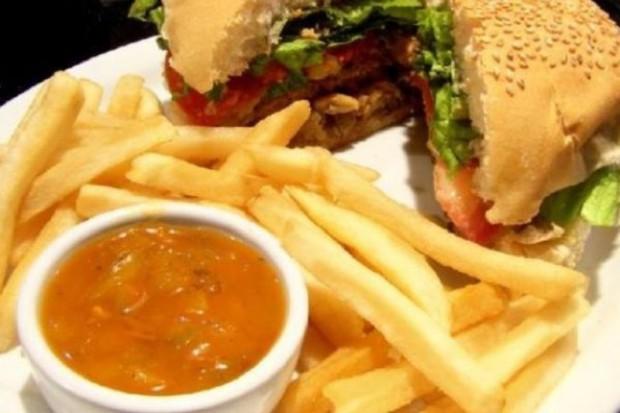 Mniej mięsa w diecie = mniejsza waga