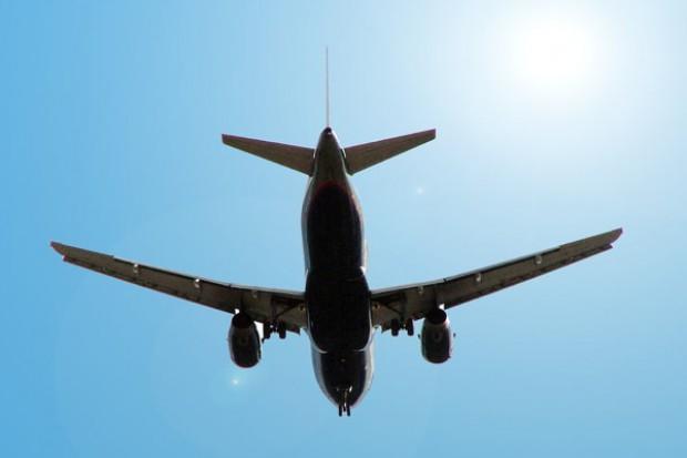 Chorzy na serce mogą bezpiecznie lecieć podróżować samolotem, ale...