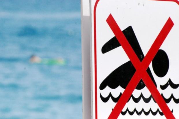 W Świnoujściu utrzymano zakaz kąpieli w morzu