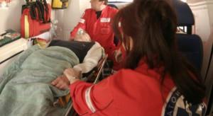 Warszawa: wypadek z udziałem karetki, dwie osoby ranne